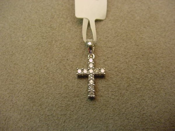 6022: 14K WHITE GOLD DIAMOND CROSS PENDANT