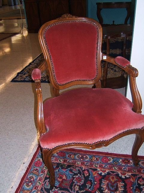 7088: FRENCH STYLE UPHOLSTERED ARM CHAIR