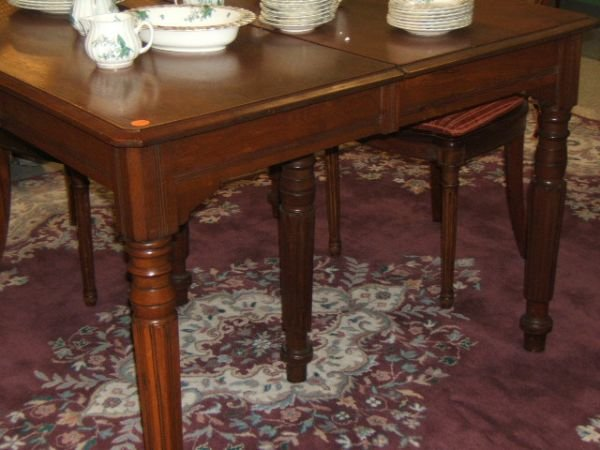 7093: WALNUT DINING ROOM TABLE AND 3 LEAVES