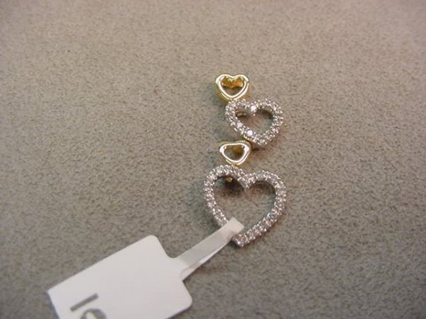 1006: 14K GOLD DIAMOND HEART PENDANT