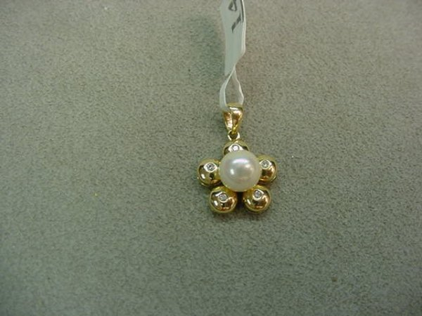 1014: 14K GOLD PEARL AND DIAMOND PENDANT