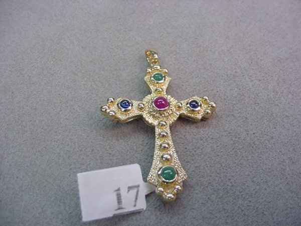 1017: 14K GOLD EMERALD, SAPPHIRE AND RUBY PENDANT