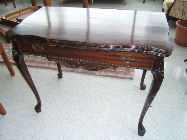 2105: CARVED MAHOGNAY FLIP TOP GAME TABLE