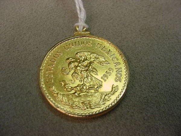 3121: 1959 20 PESO MEXICAN GOLD COIN