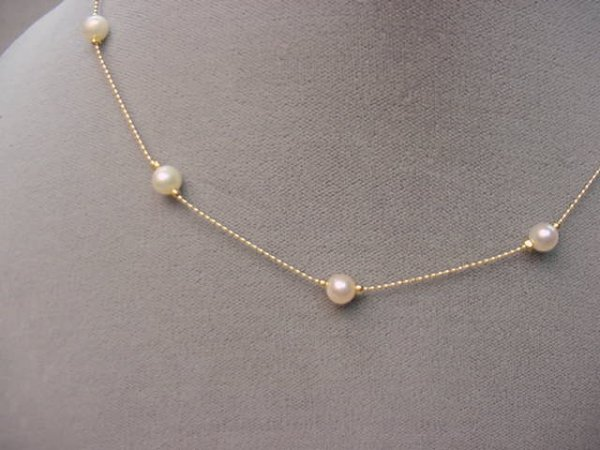4003: 14K GOLD AND CULTURED PEARL NECKLACE