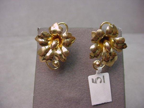4005: PAIR 10K GOLD FLORAL SCREWBACK EARRINGS