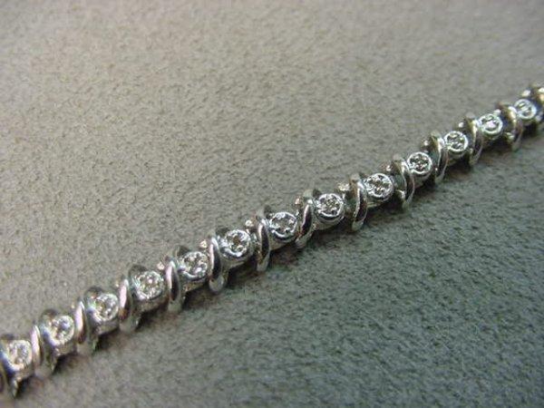 4006: 10K WHITE GOLD DIAMOND BRACELET