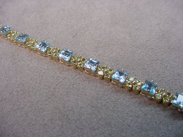 4014: 10K GOLD BLUE TOPAZ AND PERIDOT BRACELET
