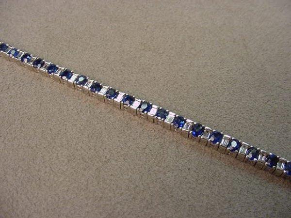 4251: 18K WHITE GOLD BLUE SAPPHIRE AND DIAMOND BRACELET