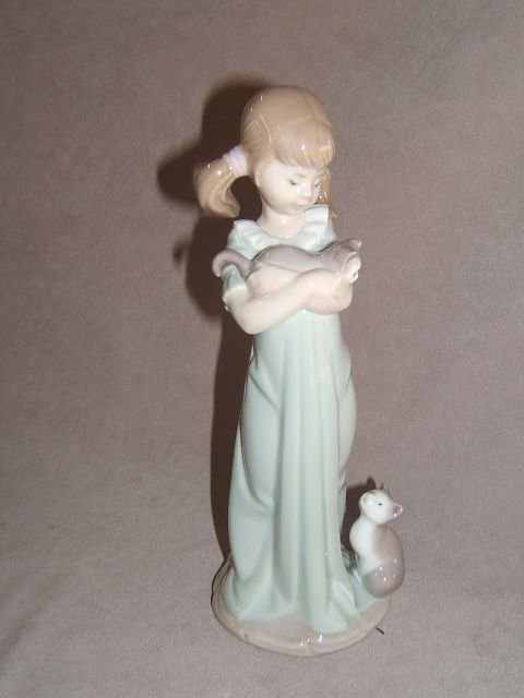 5056: LLADRO FIGURE -GIRL WITH CATS
