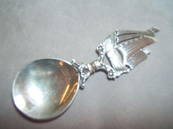 5069: HALLMARKED TEA CADDY SPOON AND SILVERPLATED SALT