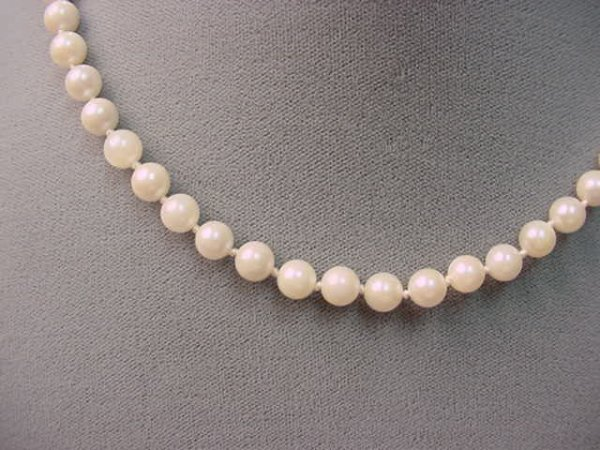 6018: STRAND CULTURED PEARLS WITH 14K WHITE GOLD CLASP