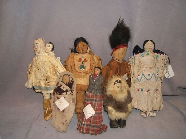7217: 7 VINTAGE AMERICAN INDIAN AND ESKIMO DOLLS