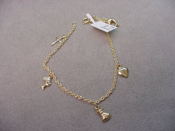 8017: 14K GOLD BRACELET WITH ATTACHED 14K GOLD CHARMS