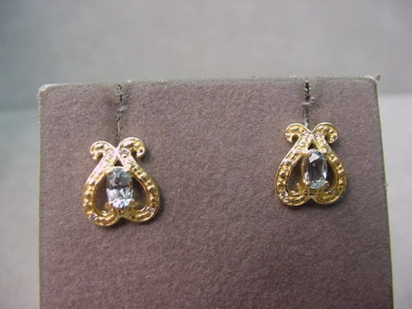 8020: 14K GOLD AQUAMARINE AND DIAMOND EARRINGS