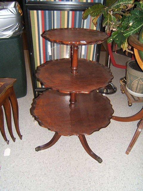9061: MAHOGANY 3 TIER PIE CRUST TABLE