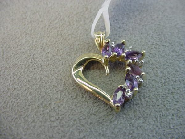1022: 10K GOLD AMETHYST AND DIAMOND HEART PENDANT