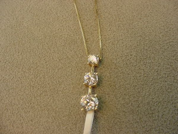 3014: 14K GOLD CUBIC ZIRCONIA PENDANT ON CHAIN