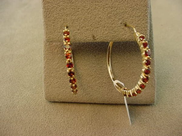 3024: 14K GOLD GARNET HOOP PIERCED EARRINGS
