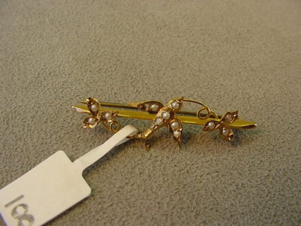 5008: ANTIQUE 9K GOLD SEED PEARL BIRD DESIGN PIN