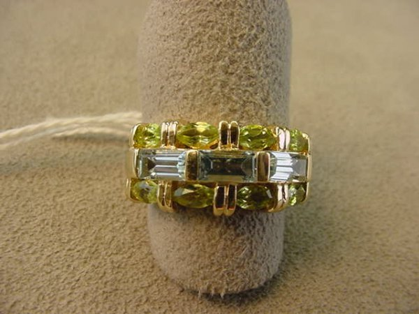 6073: 10K GOLD RING SET WITH 3 BLUE TOPAZ AND 8 PERIDOT