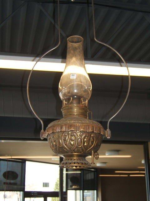 1060: HANGING KEROSENE LAMP WITH GLASS CHIMNEY