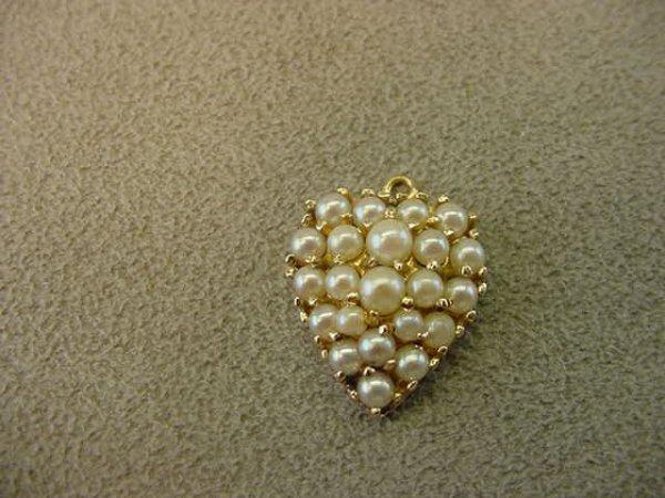 1074: 14K GOLD PEARL HEART CHARM/PENDANT