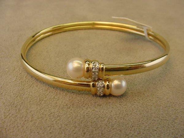 2005: 14K GOLD PEARL AND DIAMOND OPEN BANGLE BRACELET