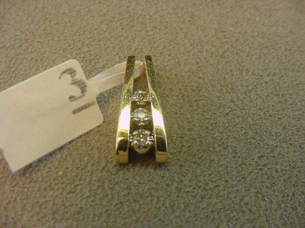 5003: 10K GOLD DIAMOND PENDANT