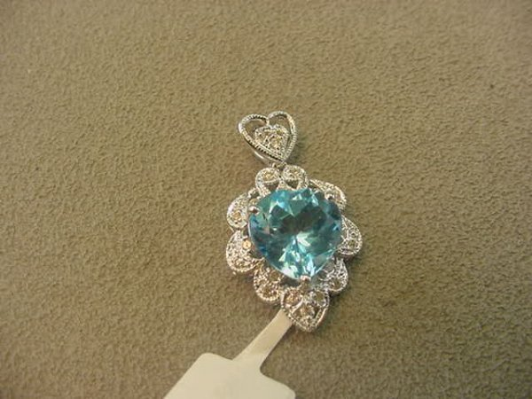 5006: 14K WHITE GOLD BLUE TOPAZ AND DIAMOND PENDANT
