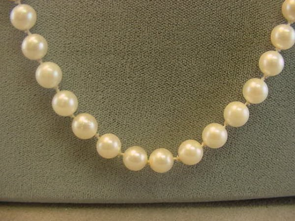 "5009: 26"" STRAND CULTURED PEARLS"