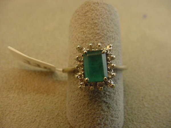 5338: 14K WHITE GOLD EMERALD AND DIAMOND RING