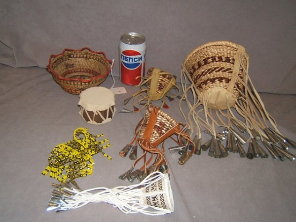 7106: BOX OF NATIVE AMERICAN WOVEN ITEMS, ETC