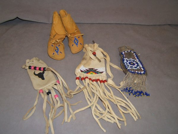 7113: 3 BEADED BAGS AND BEADED INFANT MOCCASINS