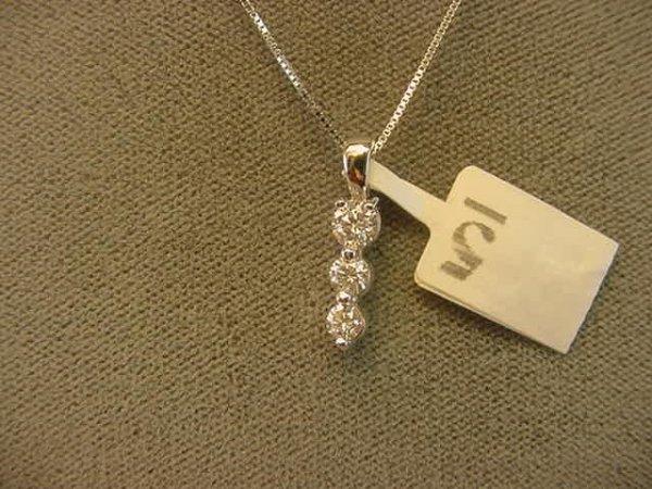 8005: 14K WHITE GOLD DIAMOND PENDANT
