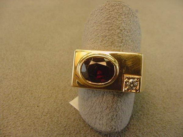 8006: 10K GOLD MAN'S GARNET RING