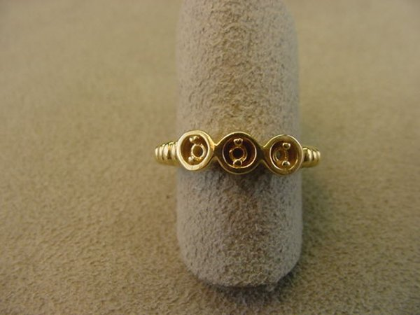 8016: 1 14K GOLD RING MOUNT--NO STONES SIZE 7