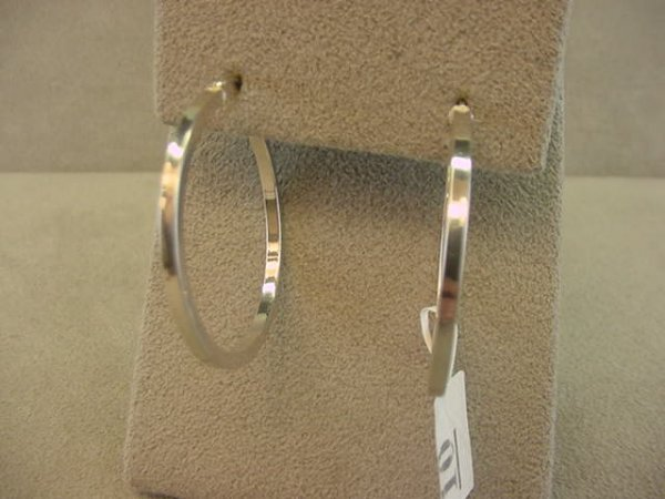 9010: 14K WHITE GOLD HOOP EARRINGS