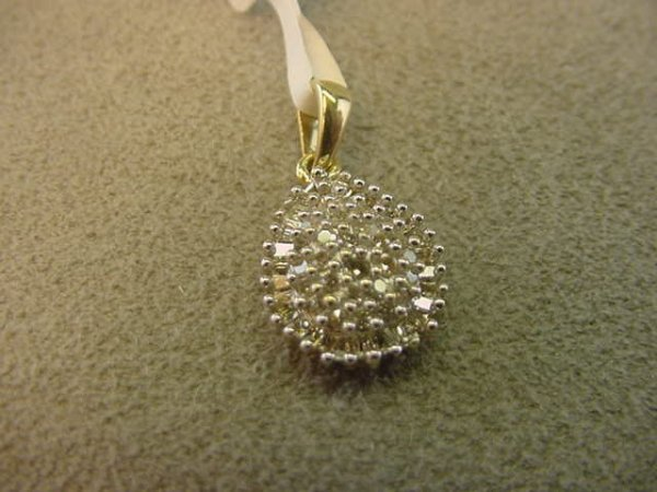 9013: 10K GOLD DIAMOND PENDANT