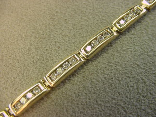 9022: 14K GOLD DIAMOND BRACELET