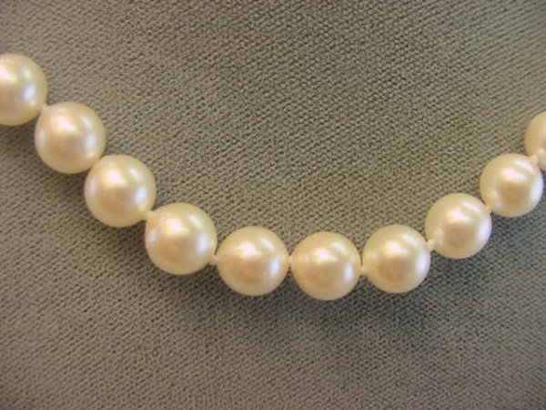 2023: 17 INCH CULTURED PEARL NECKLACE WITH GOLD CLASP