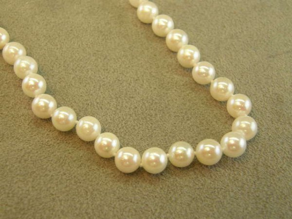 """4007: 18"""" STRAND CULTURED PEARLS -14K WHITE GOLD CLASP"""
