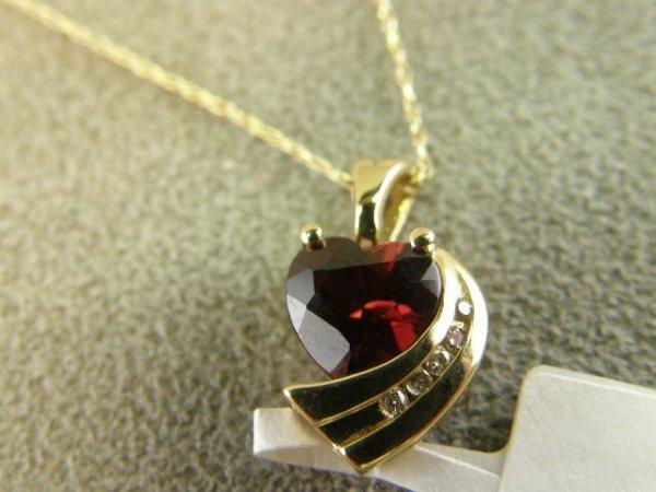 4009: 14K GOLD GARNET AND DIAMOND PENDANT ON CHAIN