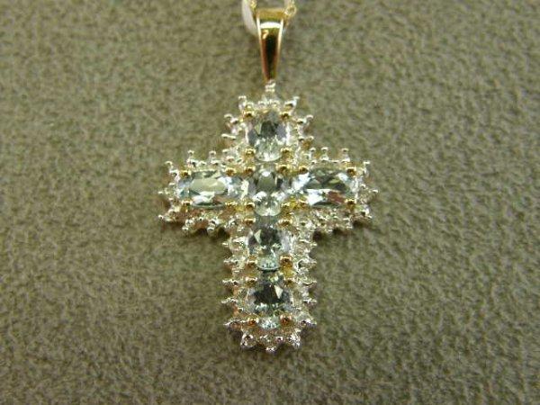 4010: 10K GOLD AQUAMARINE AND DIAMOND PENDANT ON CHAIN