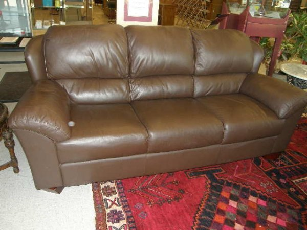 5070: LEATHER UPHOLSTERED SOFA