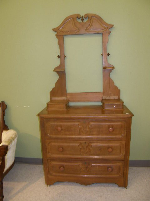 5062: 3 DRAWER CHEST WITH GLOVE DRAWERS -NO MIRROR