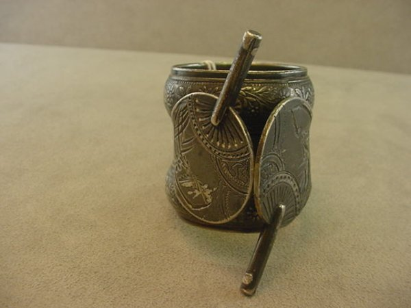 5074: VICTORIAN SILVERPLATED KNIFE REST -REPAIRED