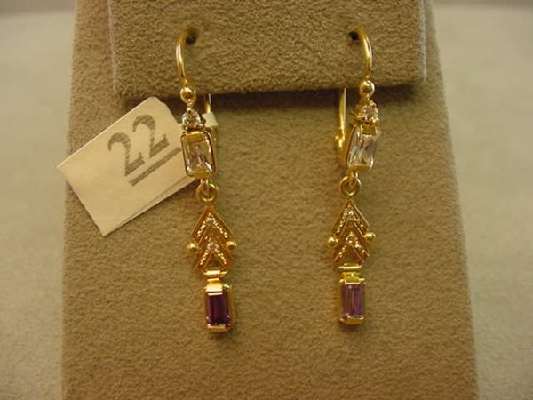 6022: 18K GOLD PURPLE AND CLEAR STONE EARRINGS