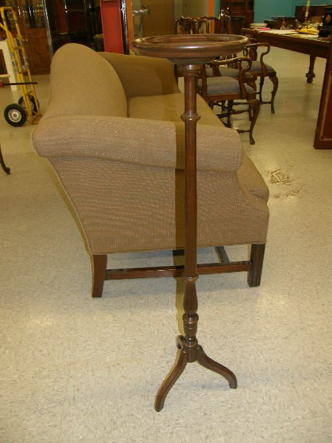7067: ETHAN ALLEN WOOD CANDLE OR PLANT STAND