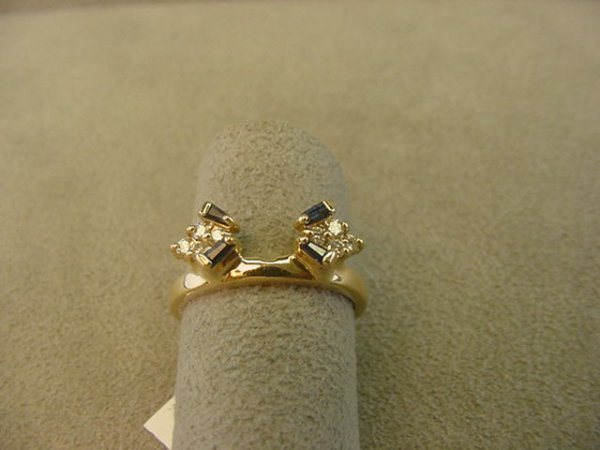 8015: 14 GOLD DIAMOND AND BLUE SAPPHIRE WRAP RING